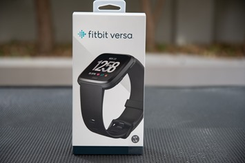 Fitbit-Versa-Box-Front